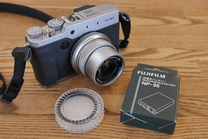 FUJIFILM X30で使えるハクバのレンズガードと純正バッテリーNP-95について