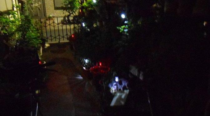 ガーデントーチ でガレージを照らしてみた