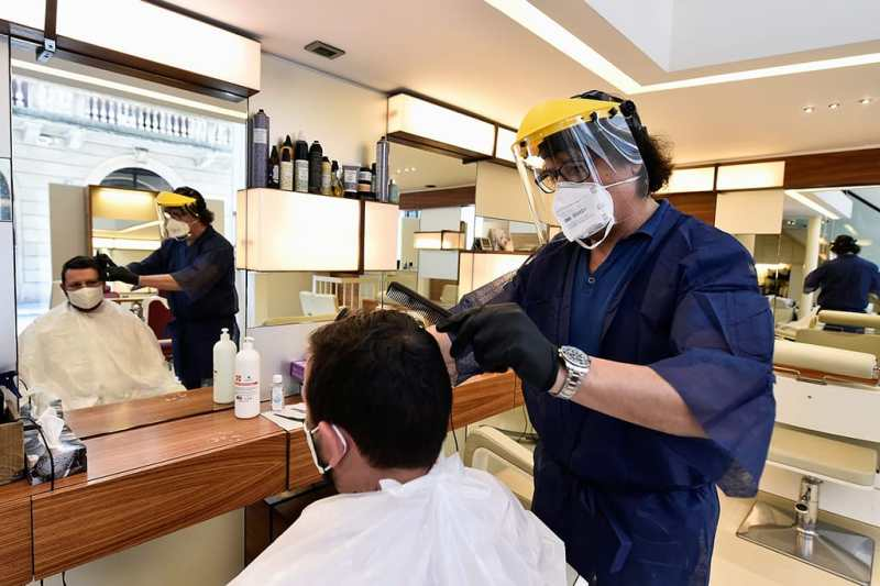 Riaprono parrucchieri e ristoranti ma con precauzioni - Storia del coronavirus