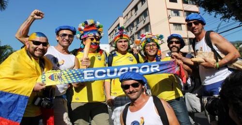 Hinchada ecuatoriana en Brasil
