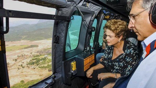 Dilme Rousseff sobrevuela la zona del desastre. Foto Reuters.