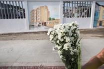Los exteriores del cementerio de Pedernales fueron pintados con los edificios de los hoteles que cayeron en el pasado terremoto. Foto: Edu León.