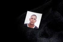 Foto carnet dejada por uno de lso cubanos deportados de Ecuador. Foto: Edu León.