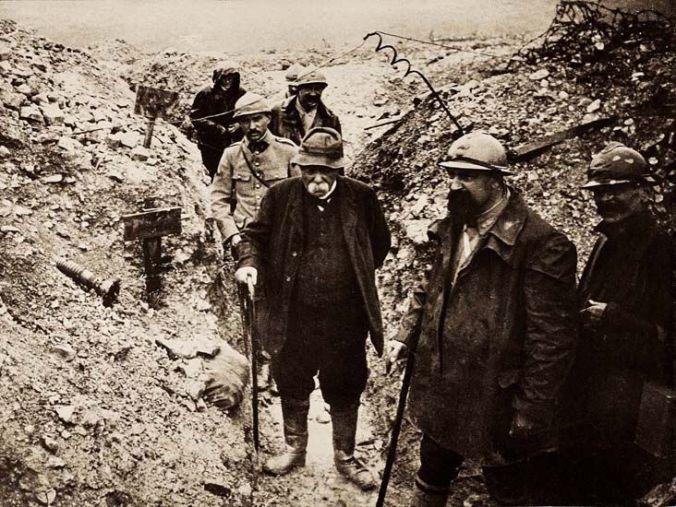 Georges Clemenceau dans les tranchées fin 1917. © collection du Musée Clemenceau (Photo : Musée Clemenceau)