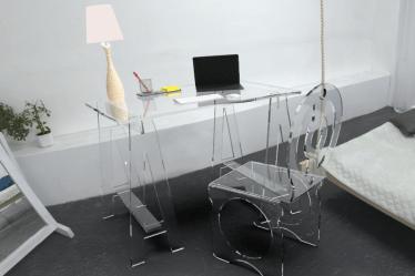 Bureau en plexiglas design