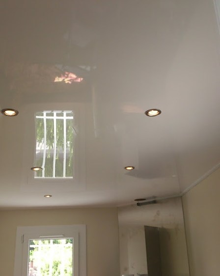 decoration-dinterieur-avec-plafond-tendu