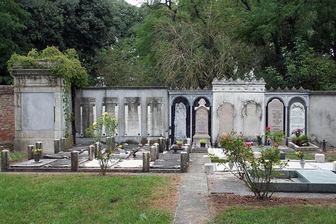 Jewish Ferrara Cemetery | labellasorella.com