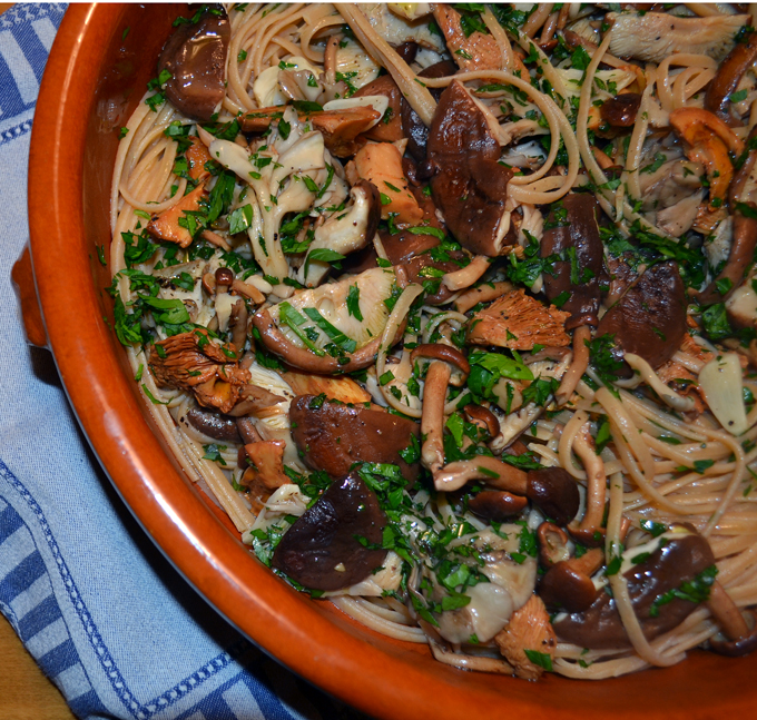 Linguini with wild mushrooms | labellasorella.com
