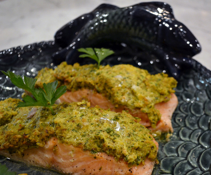 Salmon with Pistacchio on a platter | labellasorella.com