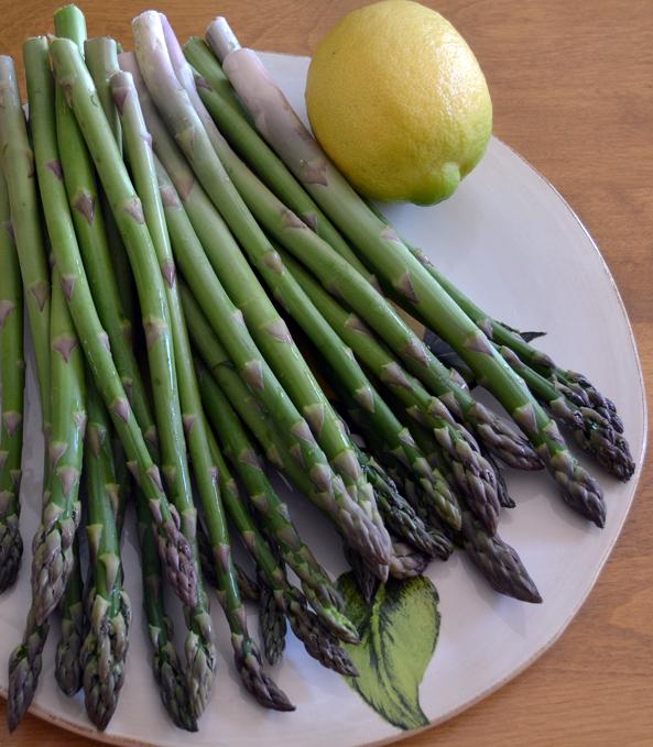 Asparagus Milanese Style | labellasorella.com