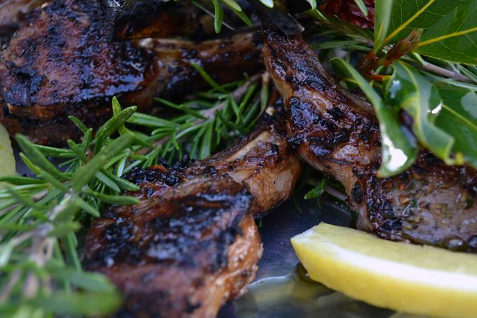 Grilled Lamb Chops Roman Style, Scotta Dito | labellasorella.com