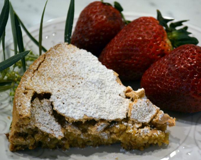 Piedmonte hazelnut cake with strawberries | labellasorella.com