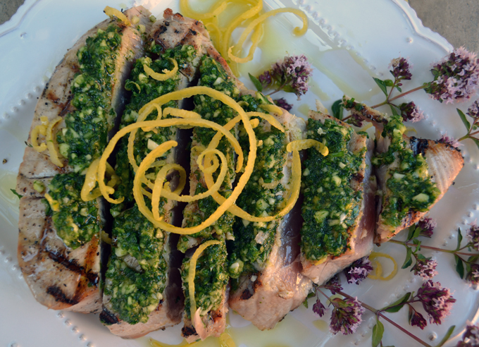 Grilled Tuna with Gremolata, sophisticated and simple to prepare | labellasorella.com