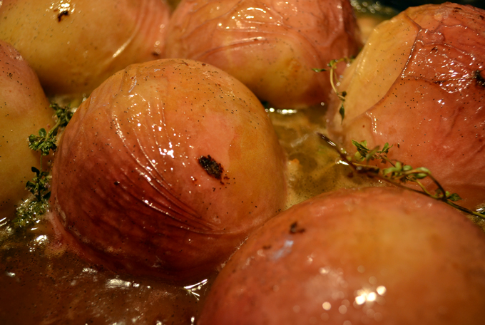 Roasted peaches scented with lemon-peel, thyme, and vanilla seeds | labellasorella.com