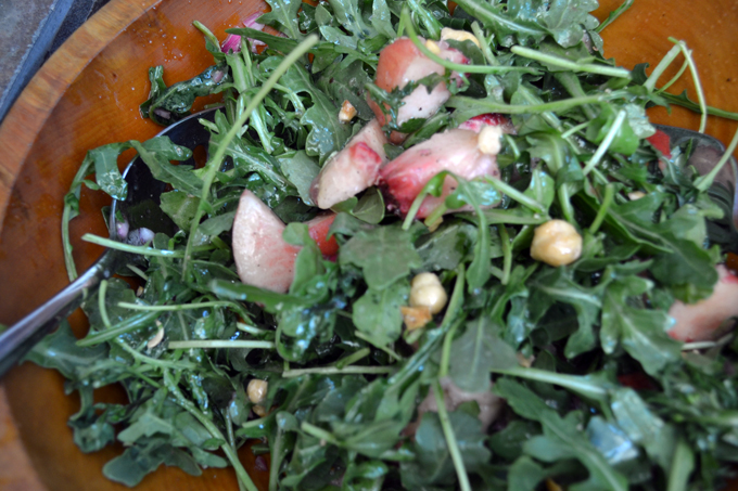 White Peach with Arugula Salad, the perfect summer salad | labellasorella.com