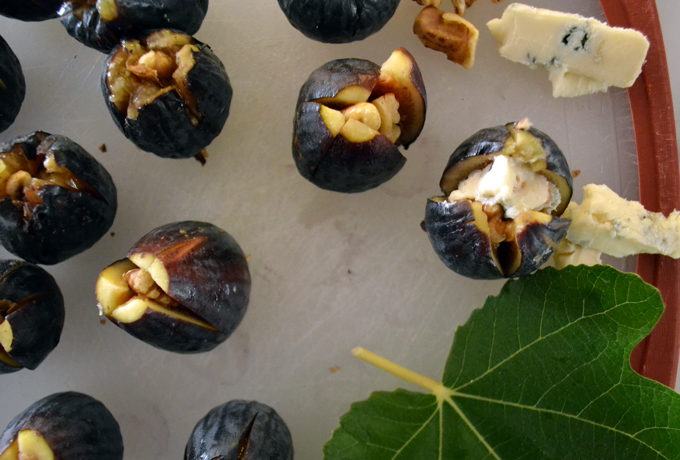 Figs Stuffed with Gorgonzola Dolce & Walnut, such an easy appetizer | labellasorella.com