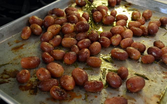 Oven roasted red grapes   labellasorella.com