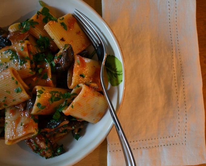 Paccheri with Tomato Sauce & Mushrooms - Paccheri all Boscaiola| labellasorella.com