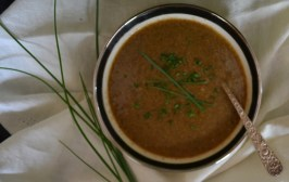 Creamless-Mulshroom-Soup-topped-with-fresh-chives