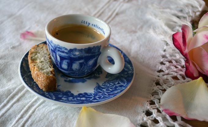 My favorite espresso cup, time for Anise Biscotti & espresso | labellasorella.com