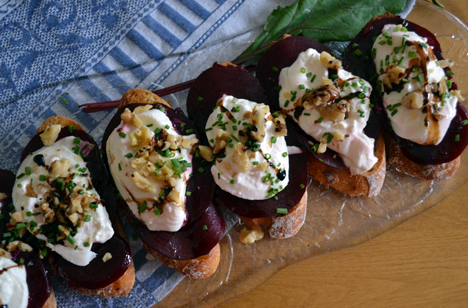 Beet & Burrata Bruschetta, a wonderful first course or light dinner with a green salad | labellasorella.com