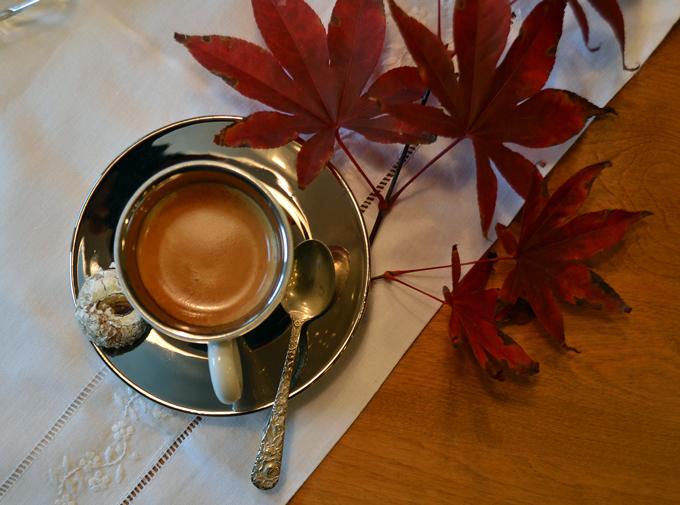 Time for sampling a Pistachio Cookie along with an espresso | labellasorella.com