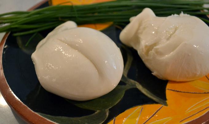 Fresh burrata | labellasorella.com