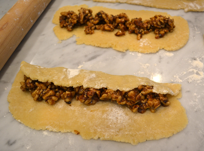 The filling should be safely secured inside the pastry | labellasorella.com