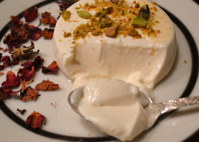 The gentle quiver of Saffron Panna Cotta | labellasorella.com