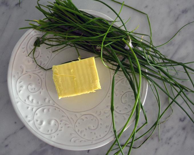 The finest European butter avaliable and garden fresh chives   labellasorella.com