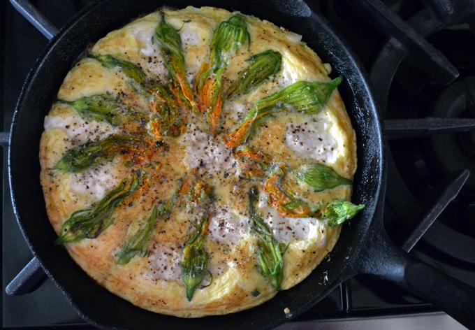 Zucchini flower & ricotta frittata | labellasorella.com