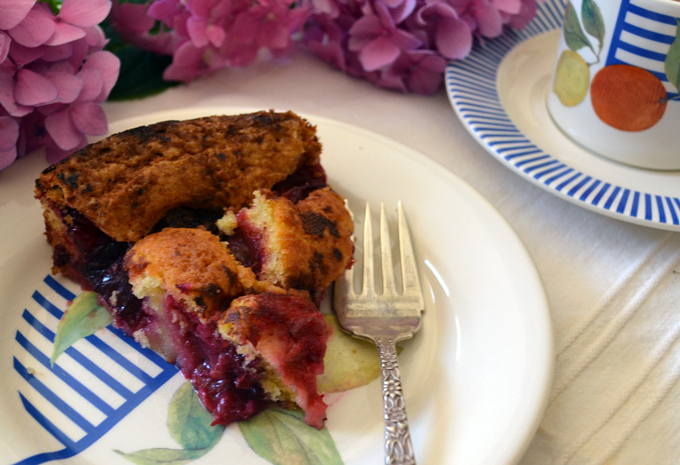 A slice of warm Plum Torte with espresso | labellasorella.com