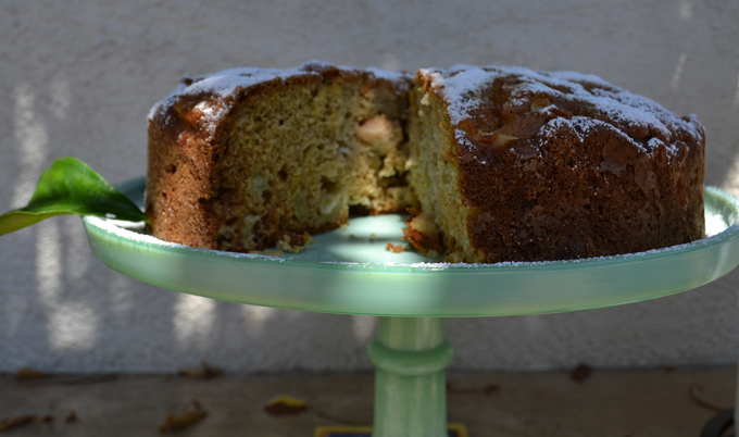 Apple & Olive Oil Cake | labellasorella.com