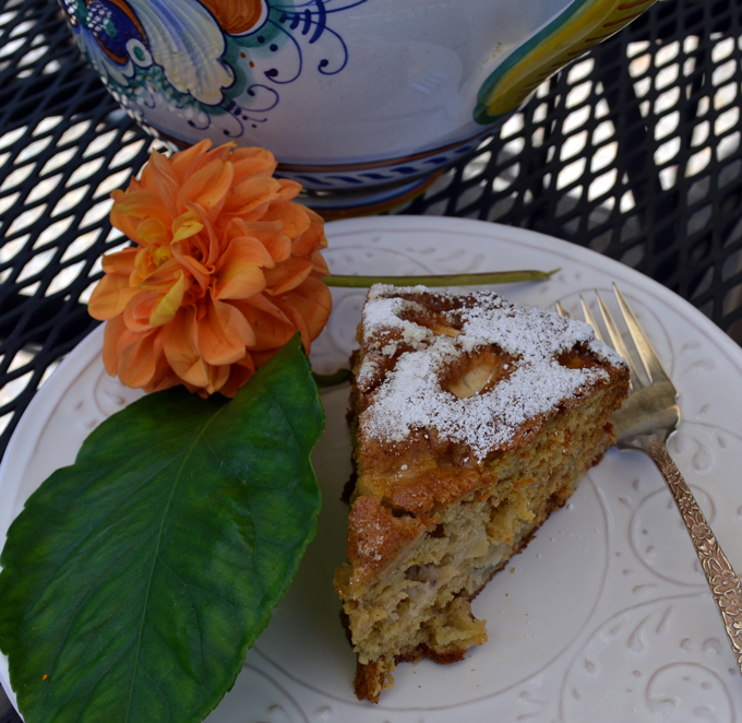 Just a slice of Apple & Olive Oil Cake | labellasorella.com