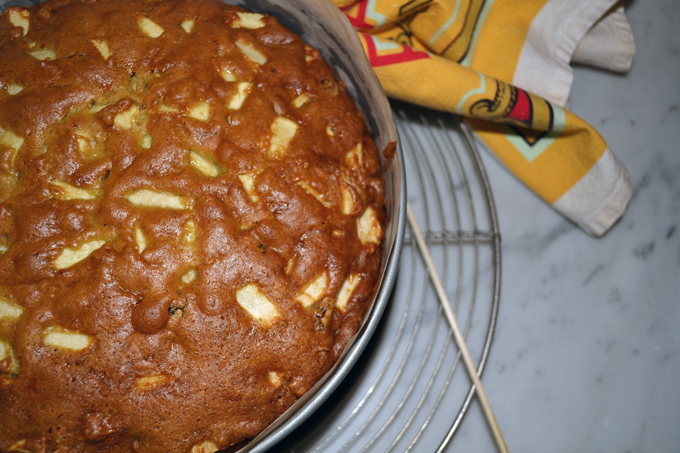 Apple & Olive Oil Cake out of the oven | labellasorella.com