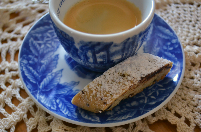 Lavender & Chocolate Biscotti perfect with an espresso | labellasorella.com