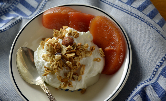 Thick yogurt with poached quince and granola | labellasorella.com