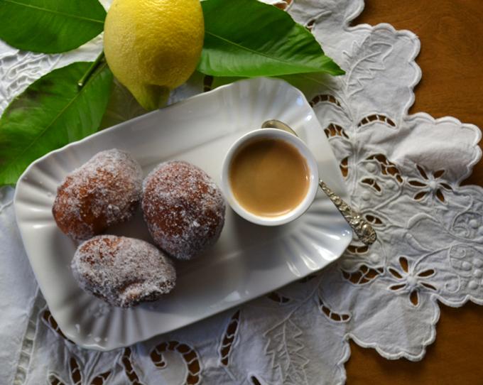 Bomboloni & espresso - the perfect match | labellasorella.com