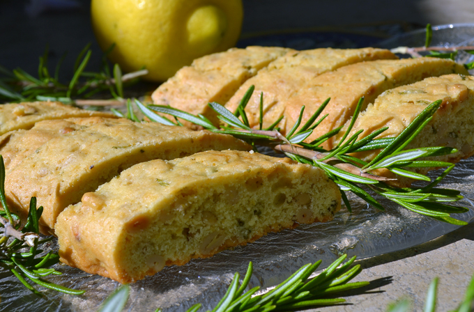 Olive Oil Biscotti Scented with Rosemary & Lemon | labellasorella.com