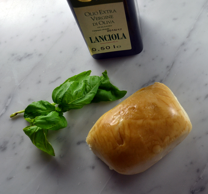 The highest quality ingredients, smoked mozzarella, fresh basil and imported extravirgin olive oil | labellasorella.com