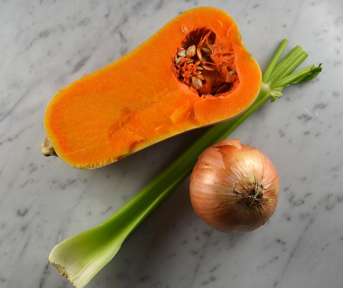 The basics for Chickpea & Pumpkin Soup | labellasorella.com