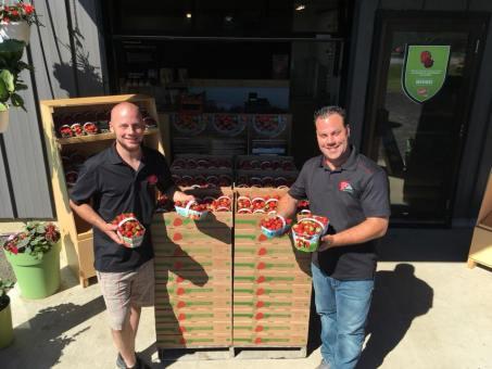 Alex et Marc crate de fraise