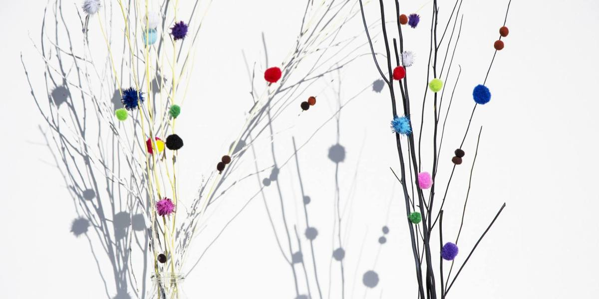 DIY: decoratie takjes met pompom bolletjes | Label of Suze