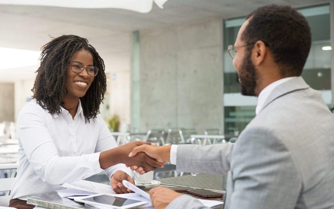 Saiba como aperfeiçoar suas competências de gestão de vendas e negociação