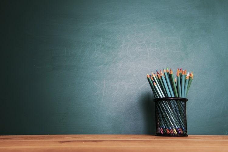 Por que as empresas devem investir em programas customizados de educação corporativa