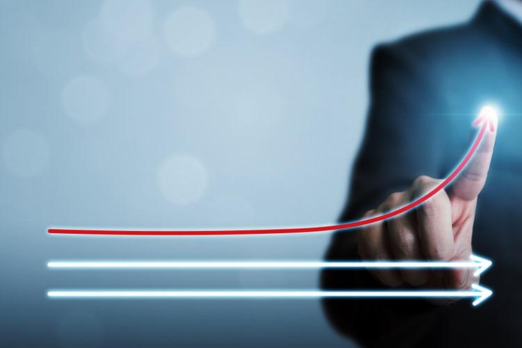 O benchmarking ajuda a identificar e avaliar as práticas mais inspiradoras do mercado para adaptação à realidade de uma dada empresa