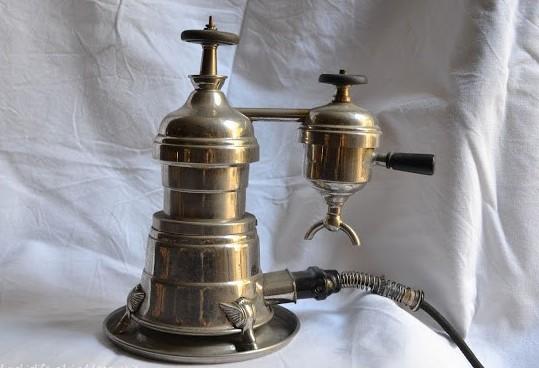 Com'era la prima macchina del caffè?