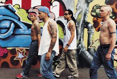"""Le street gang si impossessano del """"nostro"""" territorio"""
