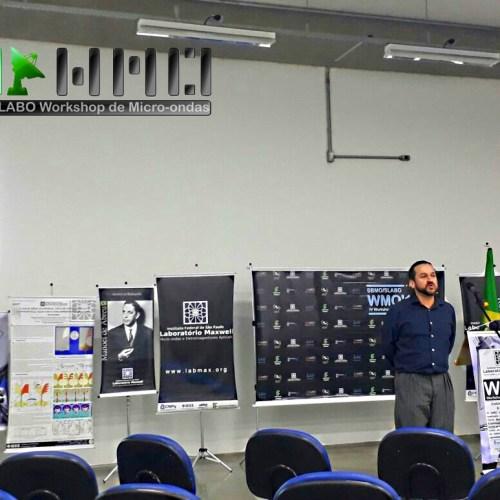 Prof. Valderi apresenta uma tecnologia para projeto de robô para uso educacional.