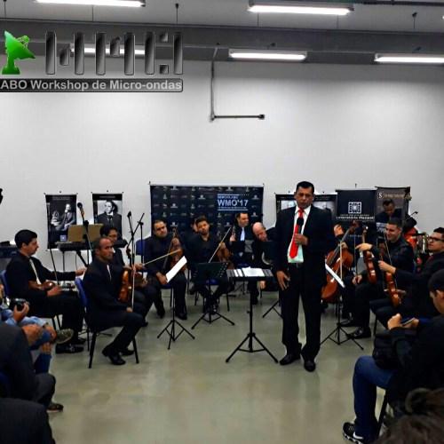 Orquestra regida pelo maestro Marcelo Allen.